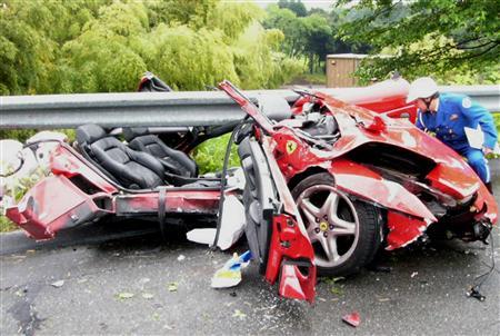 自転車の 岐阜県警 自転車 : Ferrari Car Accident